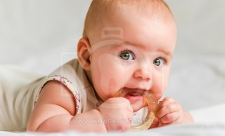 Что делать, если у ребенка режутся зубки? Чем помочь ребенку при прорезывании зубов?