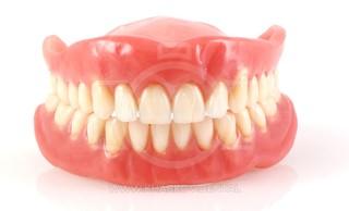 Рекомендации стоматолога: правила пользования съемными пластиночными зубными протезами