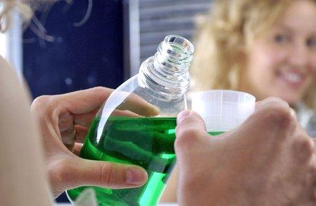 Как выбрать ополаскиватель для полости рта: виды и состав